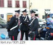 Купить «Итальянская полиция на выставке вооружения во Флоренции», фото № 931229, снято 9 ноября 2008 г. (c) Колчева Ольга / Фотобанк Лори