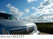 Купить «Автомобиль в поле», фото № 933577, снято 12 июня 2007 г. (c) Юлия Перова / Фотобанк Лори