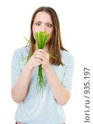 Грустная девушка с пучком зелени. Стоковое фото, фотограф Сергей Новиков / Фотобанк Лори