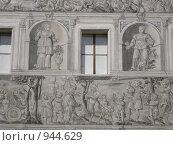 Настенная роспись во внутреннем дворике Инсбрукского замка, Австрия. Стоковое фото, фотограф Евгения Кускова / Фотобанк Лори