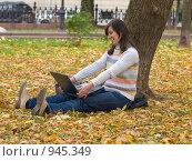 Купить «Офис на природе», фото № 945349, снято 11 октября 2008 г. (c) Зубко Юрий / Фотобанк Лори
