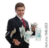 Мужчина, разбрасывающий деньги. Стоковое фото, фотограф Миронова Евгения / Фотобанк Лори