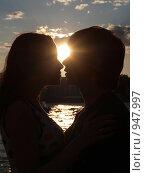 Купить «Силуэты влюбленных», фото № 947997, снято 24 июня 2009 г. (c) Троицкая Алиса / Фотобанк Лори