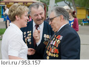 Купить «Разговор ветеранов с женщиной», фото № 953157, снято 9 мая 2009 г. (c) Михаил Ворожцов / Фотобанк Лори