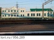 Купить «Пригородный вокзал Смоленска», эксклюзивное фото № 956289, снято 9 мая 2009 г. (c) Журавлев Андрей / Фотобанк Лори