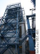 Купить «Нефтеперерабатывающий завод. Блок разделения риформата», фото № 957481, снято 6 мая 2009 г. (c) Евгений Батраков / Фотобанк Лори