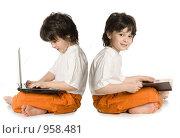 Купить «Два мальчика (отражение) - с книгой и с ноутбуком», фото № 958481, снято 20 июня 2009 г. (c) Григорьева Любовь / Фотобанк Лори