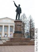 Купить «Памятник Ленину», фото № 961465, снято 17 апреля 2009 г. (c) Булат Каримов / Фотобанк Лори