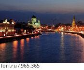 Вид на ночной Кремль и Храм Христа Спасителя. Стоковое фото, фотограф Алексей Нестеров / Фотобанк Лори