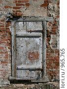 Купить «Калязин. Дверь в старом доме», фото № 965765, снято 1 мая 2009 г. (c) АЛЕКСАНДР МИХЕИЧЕВ / Фотобанк Лори