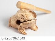 Купить «Деревянная лягушка, издающая квакающие звуки», фото № 967349, снято 9 июля 2009 г. (c) Сергей Чистяков / Фотобанк Лори