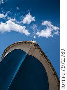 Купить «Нос катера на фоне неба с облаками. Вертикальный кадр», фото № 972789, снято 11 июля 2009 г. (c) Сергей Чистяков / Фотобанк Лори