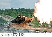 Стреляющий русский танк (2009 год). Редакционное фото, фотограф Виктор Застольский / Фотобанк Лори