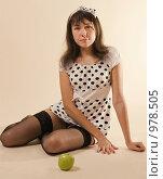 Купить «Портрет девушки в чулках с яблоком», фото № 978505, снято 9 июля 2009 г. (c) Сергей Плюснин / Фотобанк Лори