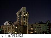 Купить «Многоэтажное высотное здание на проспекте Красноармейском города Барнаула ночью», фото № 985829, снято 18 июля 2009 г. (c) Демченко Павел / Фотобанк Лори