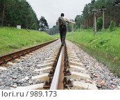 Купить «Мужчина идущий по рельсам», фото № 989173, снято 9 июля 2009 г. (c) Эдуард Жлобо / Фотобанк Лори