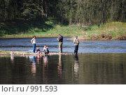 Семья на рыбалке на Волге, фото № 991593, снято 3 мая 2009 г. (c) Анастасия Некрасова / Фотобанк Лори
