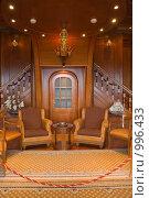 Купить «Стрельна. Константиновский дворец (Дворец конгрессов), комната для переговоров тет-а-тет», эксклюзивное фото № 996433, снято 7 июля 2009 г. (c) Илюхина Наталья / Фотобанк Лори