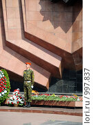 Купить «Хабаровск, солдат на посту возле вечного огня», эксклюзивное фото № 997837, снято 10 мая 2009 г. (c) Катерина Белякина / Фотобанк Лори