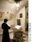 Купить «Обряд крещения», фото № 998253, снято 26 июля 2009 г. (c) Ольга Сапегина / Фотобанк Лори