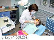 Купить «Работа стоматолога, лечение зубов у ребенка», фото № 1008269, снято 19 января 2019 г. (c) Назаренко Игорь Викторович / Фотобанк Лори