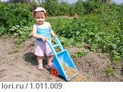 Купить «Юная дачница», эксклюзивное фото № 1011009, снято 30 июля 2009 г. (c) Алёна Кухтина / Фотобанк Лори