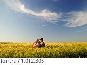 Купить «Поцелуй в осеннем поле», фото № 1012305, снято 12 июня 2009 г. (c) Арестов Андрей Павлович / Фотобанк Лори