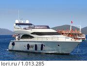 Купить «Путешествие по Эгейскому морю на яхтах. Остановка у острова», фото № 1013285, снято 18 июня 2019 г. (c) ElenArt / Фотобанк Лори