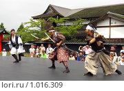Купить «Шоу бой самураев в Деревне Самураев. Япония,Хоккайдо,Ноборибецу», фото № 1016309, снято 28 июля 2009 г. (c) RedTC / Фотобанк Лори