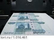 Печать  денег. Фальшивые банкноты (2009 год). Редакционное фото, фотограф Даниил Петров / Фотобанк Лори