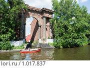 Купить «Экскурсия по рекам и каналам. Мойка, Новая Голландия. Санкт-Петербург», эксклюзивное фото № 1017837, снято 11 июля 2009 г. (c) Александр Щепин / Фотобанк Лори