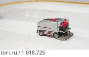Купить «Машина для очистки льда на стадионе», фото № 1018725, снято 15 января 2008 г. (c) Losevsky Pavel / Фотобанк Лори