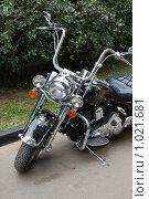 Купить «Мотоцикл припаркованный», фото № 1021681, снято 7 августа 2009 г. (c) Никонор Дифотин / Фотобанк Лори