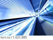 Купить «Эскалатор в движении», фото № 1021885, снято 3 августа 2009 г. (c) Роман Сигаев / Фотобанк Лори