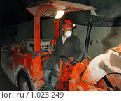 Купить «Шахтер на погрузо-доставочной машине в урановой шахте», фото № 1023249, снято 25 мая 2009 г. (c) Геннадий Соловьев / Фотобанк Лори