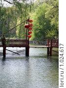 Купить «Китайские фонарики на деревянном мосту», фото № 1024617, снято 15 апреля 2009 г. (c) Estet / Фотобанк Лори