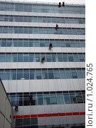 Купить «Мойщики окон», фото № 1024765, снято 4 ноября 2008 г. (c) Estet / Фотобанк Лори