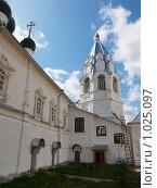 Церковный дворик (2009 год). Редакционное фото, фотограф Александр / Фотобанк Лори