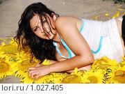 Купить «Девушка в подсолнухах», фото № 1027405, снято 22 июля 2008 г. (c) Мария Виноградова / Фотобанк Лори