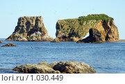 Причудливые скалы на мысе Великан, южный Сахалин,побережье Охотского моря. Стоковое фото, фотограф RedTC / Фотобанк Лори