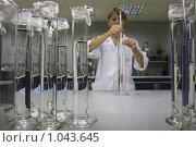 """Купить «Балашиха, завод """"Урожай"""" лаборатория», эксклюзивное фото № 1043645, снято 15 августа 2008 г. (c) Дмитрий Неумоин / Фотобанк Лори"""