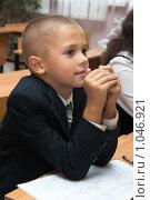 Купить «Школьник на уроке русского языка», фото № 1046921, снято 20 августа 2009 г. (c) Оксана Гильман / Фотобанк Лори