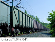 Купить «Грузовой состав на железной дороге», фото № 1047041, снято 27 июня 2009 г. (c) Виктория Кириллова / Фотобанк Лори