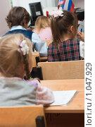 Купить «Дети в школе на уроке», фото № 1047929, снято 20 августа 2009 г. (c) Оксана Гильман / Фотобанк Лори