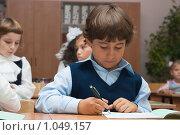 Купить «Мальчик пишет в тетрадке», фото № 1049157, снято 20 августа 2009 г. (c) Оксана Гильман / Фотобанк Лори