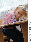 Купить «Девочка за партой», фото № 1049165, снято 20 августа 2009 г. (c) Оксана Гильман / Фотобанк Лори