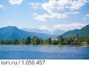 Купить «Вид на Саяны с Енисея», фото № 1050457, снято 4 июля 2009 г. (c) Сергей Болоткин / Фотобанк Лори