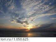 Предзакатные облачка. Стоковое фото, фотограф Дмитрий Жеглов / Фотобанк Лори