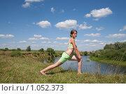 Купить «Девушка занимается гимнастикой», фото № 1052373, снято 19 июля 2009 г. (c) Яков Филимонов / Фотобанк Лори