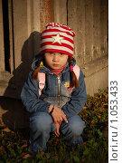 Девочка у забора в луче заходящего солнца, фото № 1053433, снято 20 августа 2009 г. (c) Никонор Дифотин / Фотобанк Лори